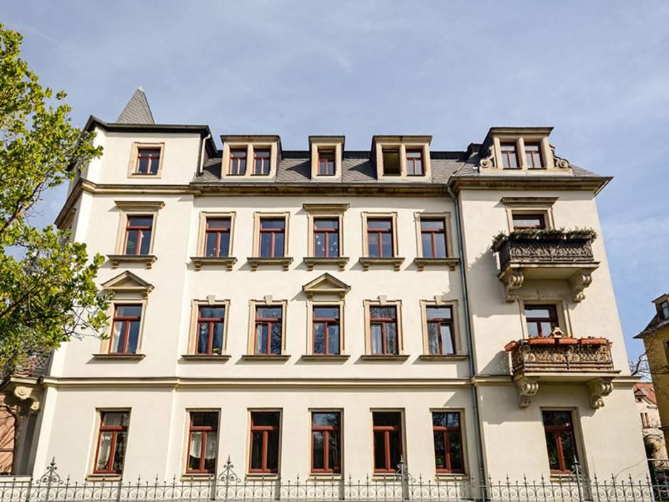 Immobilie geerbt, Immobilie erben, Haus erben, Erbengemeinschaft, ein großes Mehrfamilienhaus, Foto: ah fotobox/stock.adobe.com