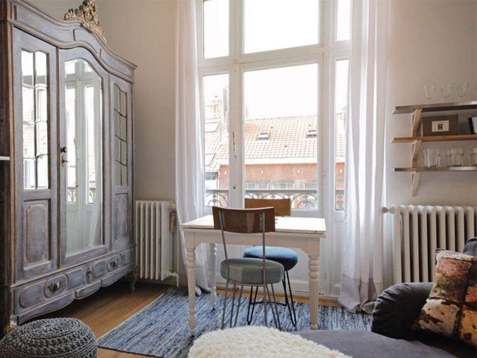 erste eigene Wohnung, Tisch, Stuhl, Ersteinrichtung, Foto: mariesacha/ fotolia.com