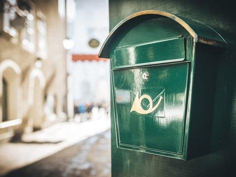 Betriebskostenabrechnung erstellen, Porto, Briefkasten, Foto: iStock.com/MilaDrumeva
