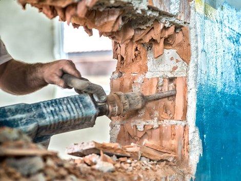 Mietwohnung selbst renovieren, Foto: iStock.com/GregorBister