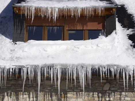 Schnee, Winter, Eiszapfen, Schneeräumen, Foto: pedrosala/fotolia.com