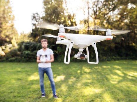 Drohne, Austro Control, Bewilligung, Foto: Halfpoint/ fotolia.com
