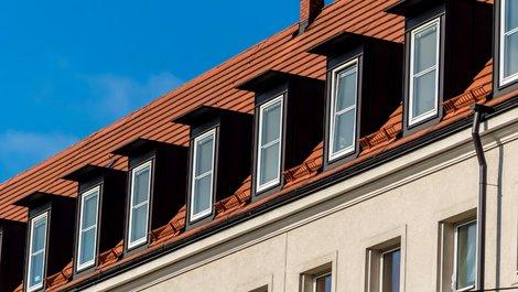 Ein zu Wohnungen ausgebautes Dachgeschoss. Foto: Gina Sanders / stock.adobe.com