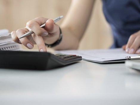 Taschenrechner, Miete, Wohnfläche berechnen, Foto: iStock/Dutko