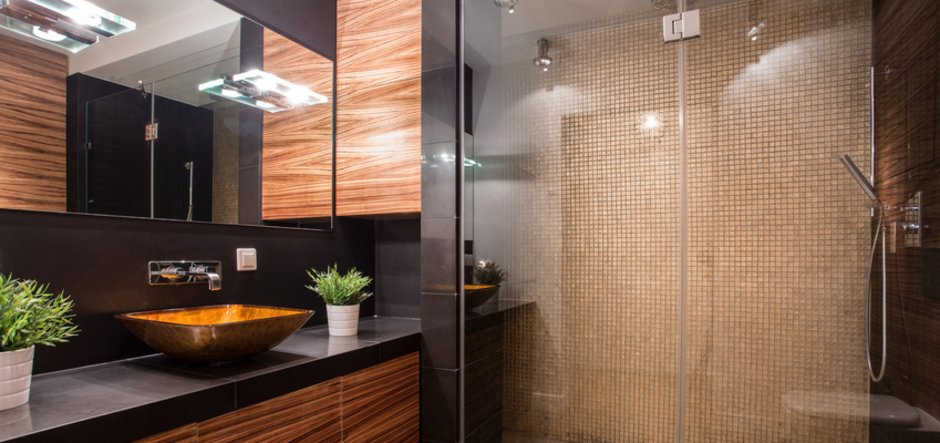 Neues Badezimmer, braun und schwarz, viel Glas, Kreditvergleich, Foto: Photographee/fotolia.com