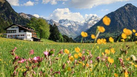 Ein Gasthof in den Alpen Österreichs. Foto: Drepicter / stock.adobe.com