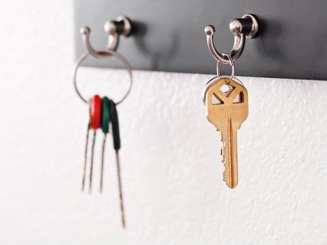 Hausübergabeprotokoll, Schlüsselübergabe, Schlüssel, Foto: iStock/jcjgphotography