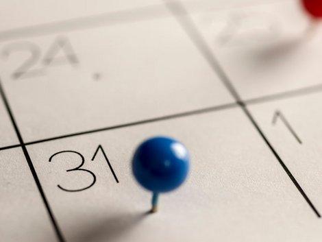 Betriebskostenabrechnung prüfen, Fristen müssen eingehalten werden, Foto: istock.com/ PURPLEANVIL