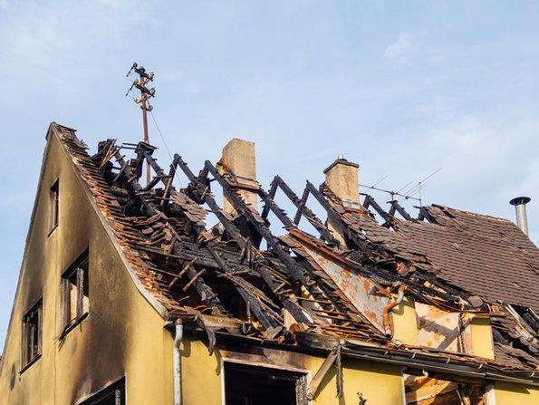 Gebäudeversicherung, Brandschaden am Gebäude, Foto: pusteflower9024/fotolia.com
